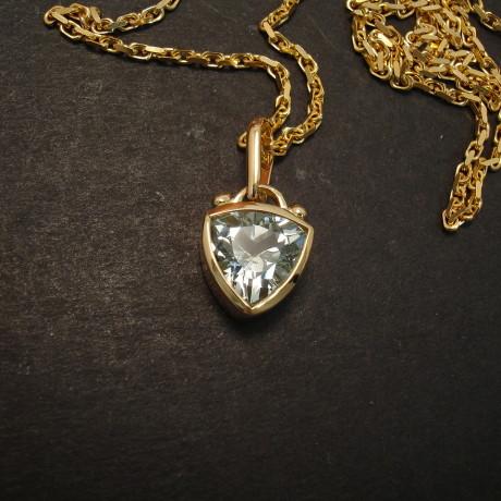 trillian-aquamarine-2.11ct-18ctgold-pendant-09441.jpg
