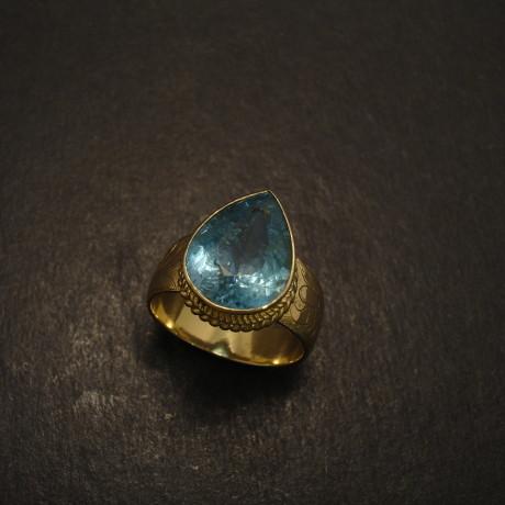 sparkling-blue-aquamarine-5.8ct-18ctgold-ring-09582.jpg