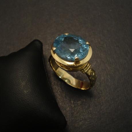 superior-natural-aquamarine-7ct-18ctgold-ring-09710.jpg