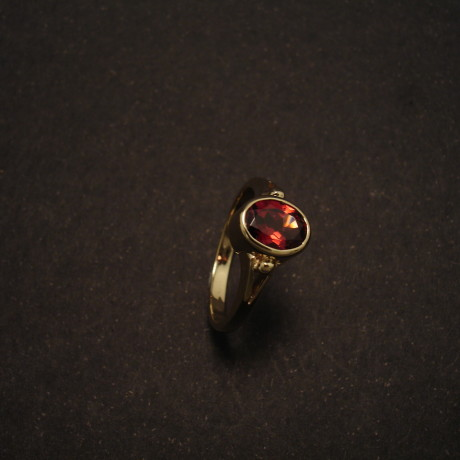 yellow-gold-9ct-ring-7x5-garnet-split-shank-00054.jpg