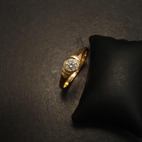 25pt-diamond-18ctgold-ring-stepped-09687.jpg