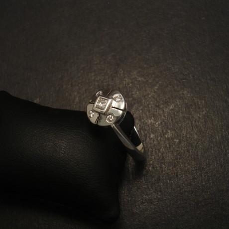 regency-design-9ctwhite-gold-ring-diamonds-09670.jpg