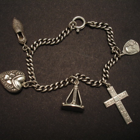 antique-charms-silver-curb-chain-bracelet-00126.jpg