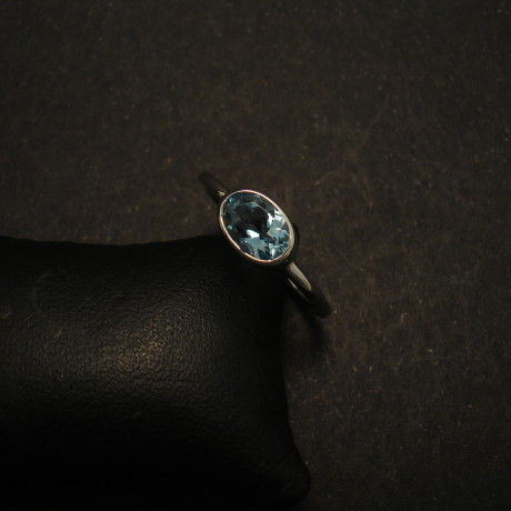 superfine-aquamarine-.63ctoval-9white-gold-ring-01617.jpg