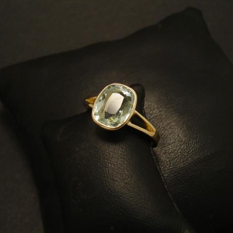 215ct-aquamarine-cushion-18ctgold-hmade-ring-01849.jpg