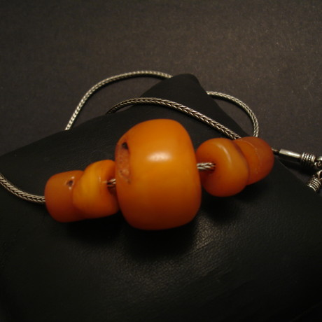 old-yellow-tibetan-8g5beads-amber-silver-chain-00248.jpg