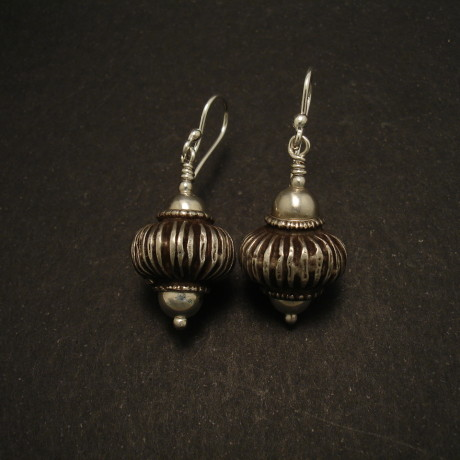 fluted-old-tribal-silver-bead-earrings-01968.jpgs