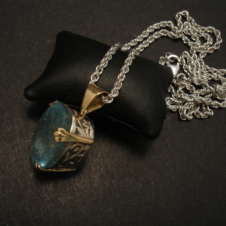 21ct-large-oval-aquamarine-pendant-s&18ctgold-01987.jpg