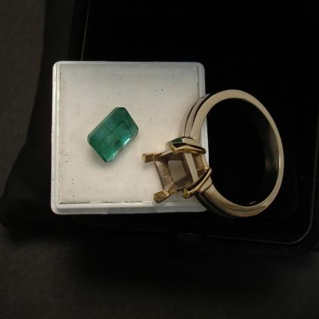 mans-custom-made-emerald-18ctgold-ring-01947.jpg