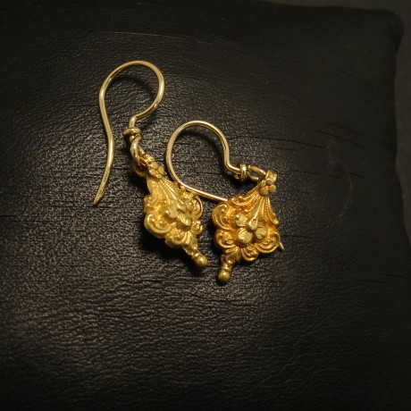 cute-little-18ct-gold-traditional-earrings-02253.jpg