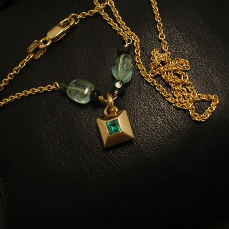 three-natural-emerald-colours-9ctgold-necklace-02256.jpg