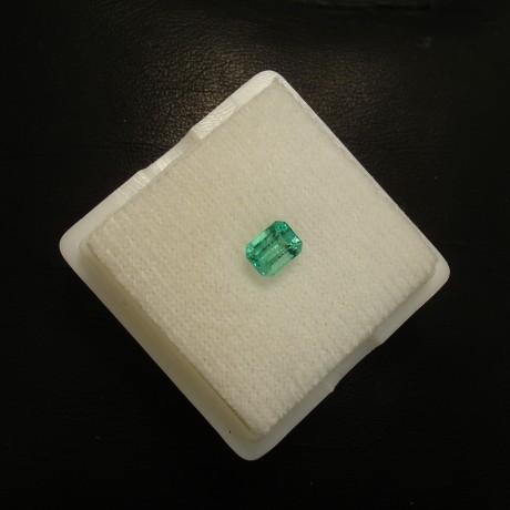 bright-columbian-emerald-48ct-baguette-02352.jpg