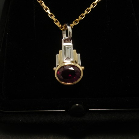 deep-ruby-red-mozamb-204ct-18ctgold-pendant-02511.jpg