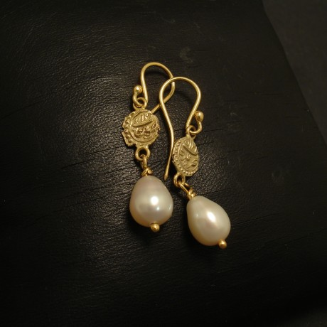 old-malabar-gold-coins-pearls-18ctgold-earrings-02341.jpg