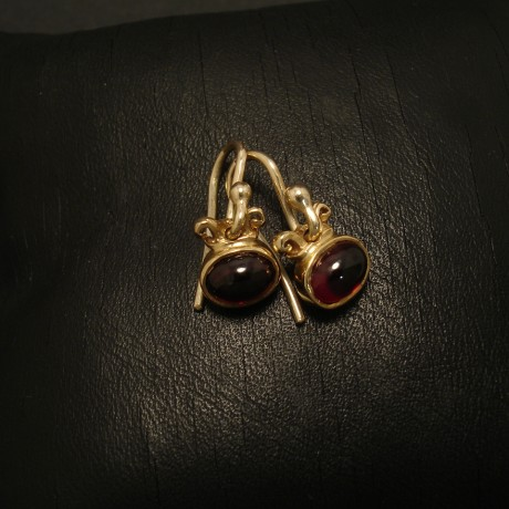 clear-wine-red-cabochon-garnets-9ctgold-earrings-02484.jpg