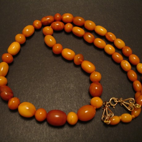 antique-ovoid-yellow-amber-necklace-05056.jpg