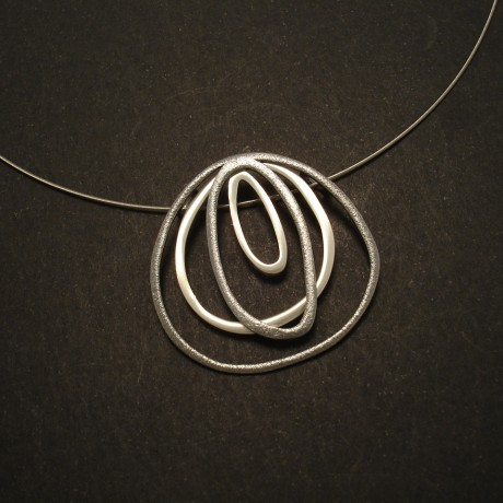fluid-irregular-form-silver-pendant-steel-cable-02740.jpg