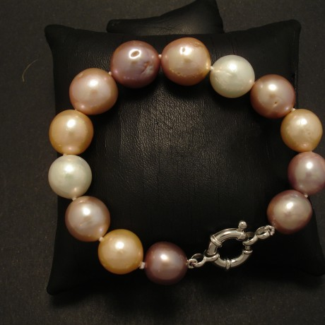 natural-freshwater-muted-pearl-colours-bracelet-02818.jpg