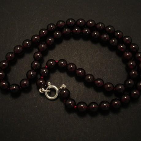7mm-garnet-round-bead-necklace-02638.jpg