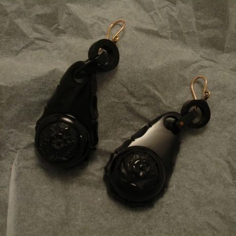 handcarved-antique-english-jet-9ctgold-earhooks-02737.jpg
