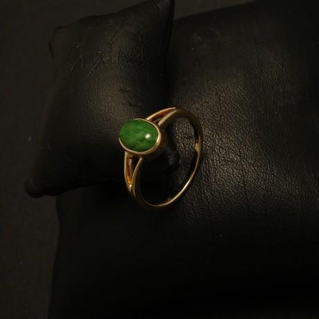green-burmese-jade-oval-9ctgold-ring-02621.jpg