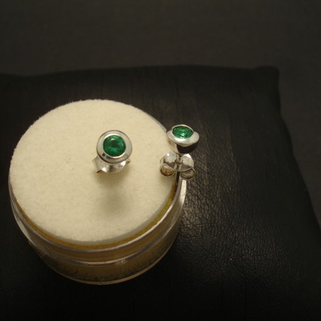 16ct-natural-emeralds-9ctwhite-gold-earstuds-02877.jpg
