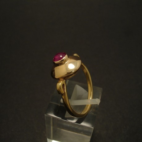 modern-simple-9ctgold-ring-cab-ruby-02944.jpg