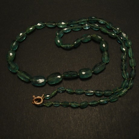 facetted-oval-emerald-bead-necklace-03137.jpg