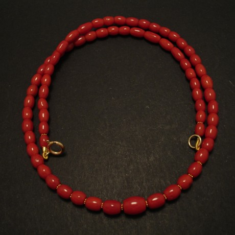 graduated-red-coral-bead-necklace-gold-03239.jpg