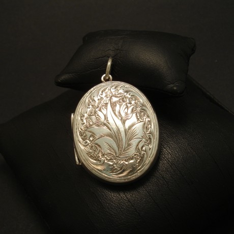 victorian-engraved-antique-silver-locket0-03184.jpg