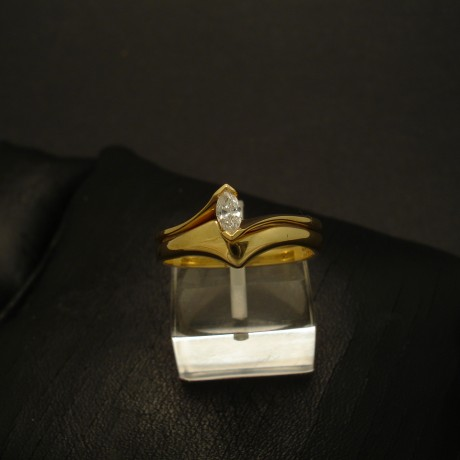 fitted-rings-18ct-gold-marquise-diamond-03287.jpg