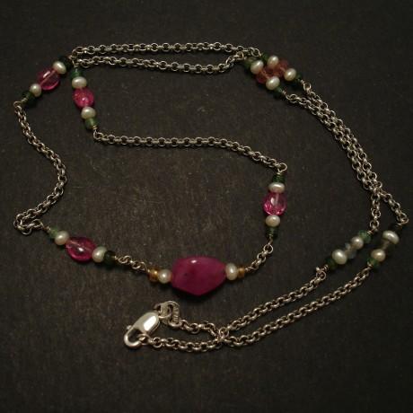 ruby-centre-pink-splinels-pearls-9ctwhite-gold-chain-03474.jpg