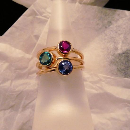 three-18ctgold-rings-gemstones-00243.jpg