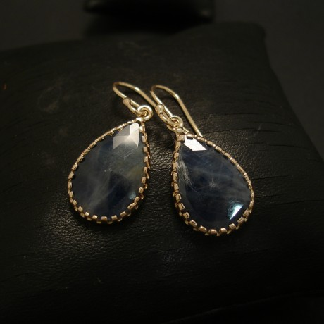 teardrop-opaque-sapphires-9ctgold-earrings-serrated-03555.jpg