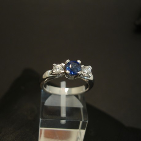 .96ct-cushion-sapphire-diamond-18ctwhite-gold-ring-04013.jpg