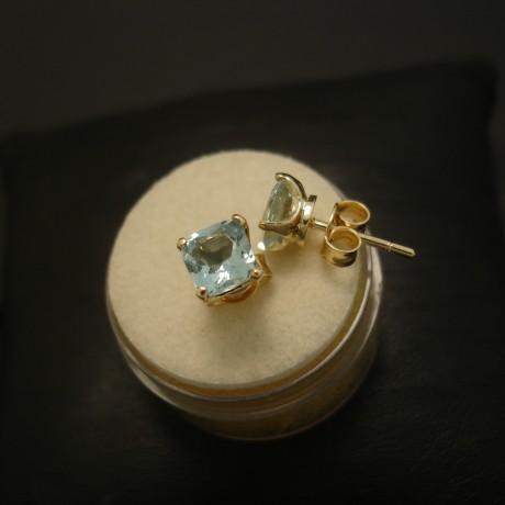 agrade-cushion-cut-aquamarines-18ctgold-earstuds-04037.jpg