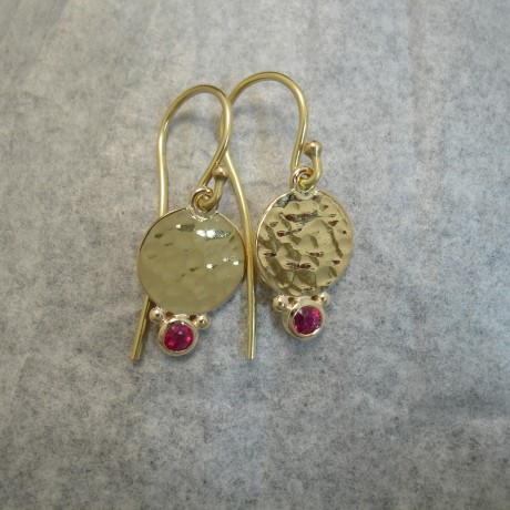 hammered-discs-red-ruby-18ctgold-earrings-04055.jpg