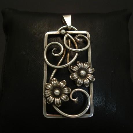swedish-handmade-silver-pendant-year1946-03944.jpg
