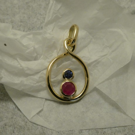 .54ct-strong-pink-red-ruby-3mm-sapph-18ctgold-pendant-jpg