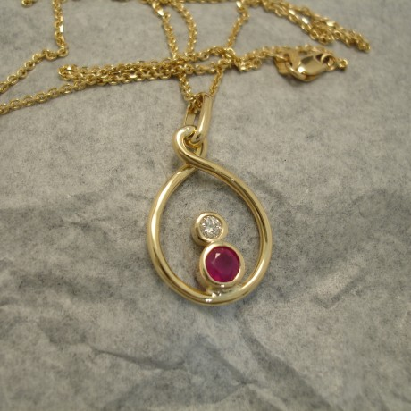 56ct-strong-pink-red-ruby-18ctgold-pendant-04367.jpg