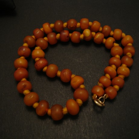 rare-matched-old-tibetan-butter-amber-necklace-04230.jpg
