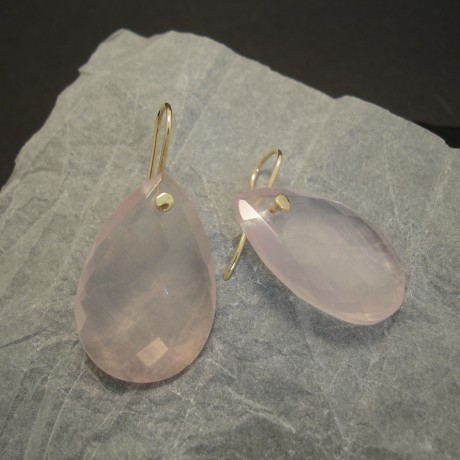 multi-facetted-rose-quartz-teardrops-9ctgold-earrings-04315.jpg