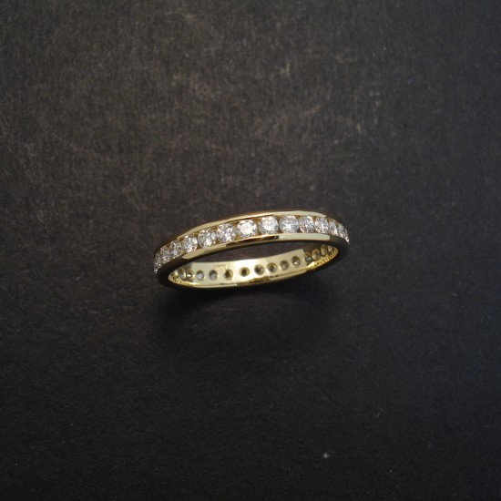32-diamonds-channel-18ctgold-ring-02971.jpg