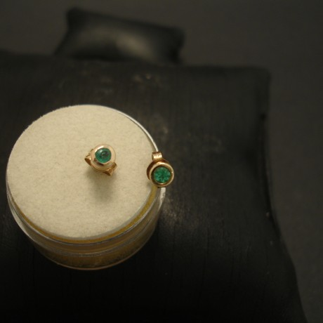 emerald-earstuds-simple-solid-9ctgold-04783.jpg
