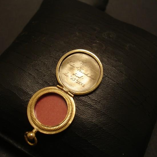 engine-turned-english-antique-gold-locket-05095.jpg