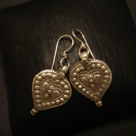 pear-shaped-old-tribal-silver-earrings-05029.jpg