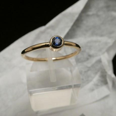 3mm-.14ct-ceylon-sapphire-18ctgold-ring-00555.jpg