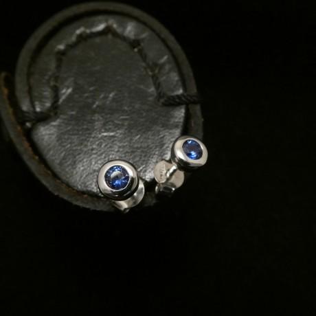 3mm-ceylon-sapphires-9ctwhite gold-earstuds-00473.jpg