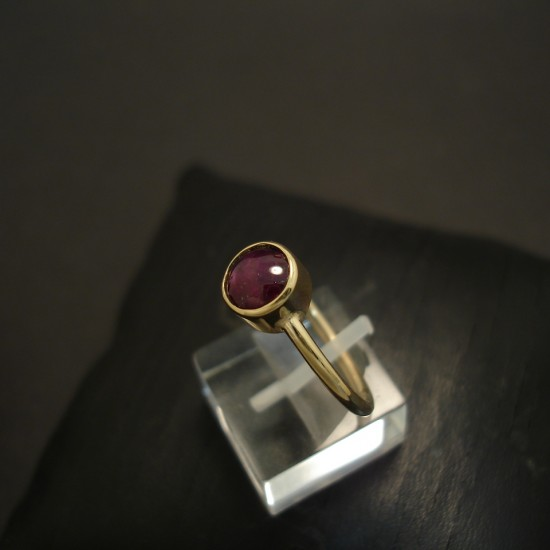 1.97ct-plush-purple-ruby-cabochon-hmade-9ctgold-ring-04807.jpg