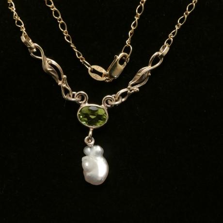 keshi-pearl-peridot-9ctgold-necklace-00609.jpg
